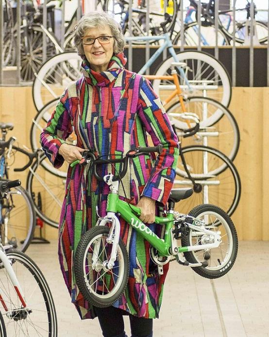 Woombikes bij Stip-kinderfietsen, Cornélie Metselaar, eigenaar Stip-kinderfietsen, magasin de vélo pour enfants, kinderfietsenwinkel, Fahrradladen für Kinder