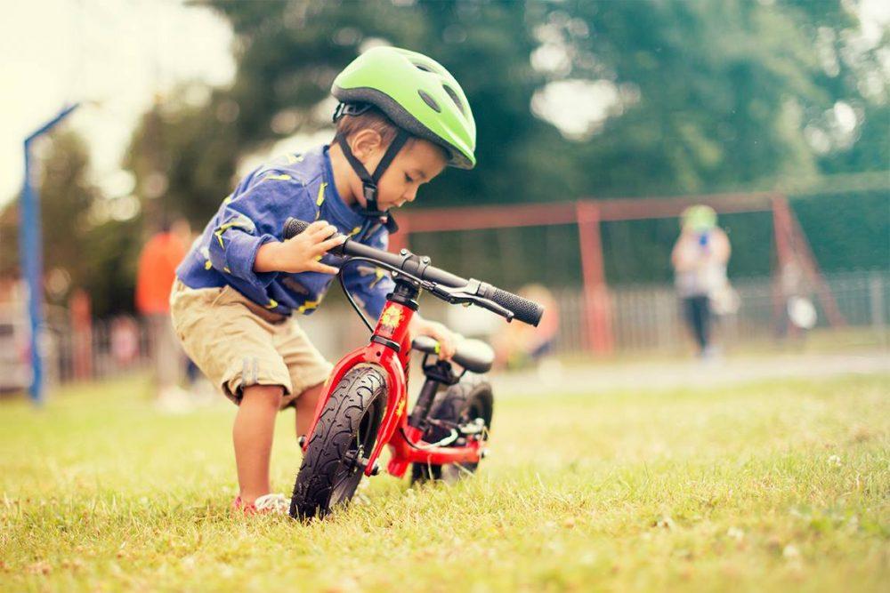 Tadpole mini loopfietsje 10 inch rood bij stip-kinderfietsen. Frogbikes Belgium, Frogbikes Deutschland
