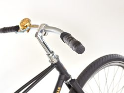 Achielle bij Stip-kinderfietsen. magasin de vélo pour enfants, kinderfietsenwinkel, Fahrradladen für Kinder