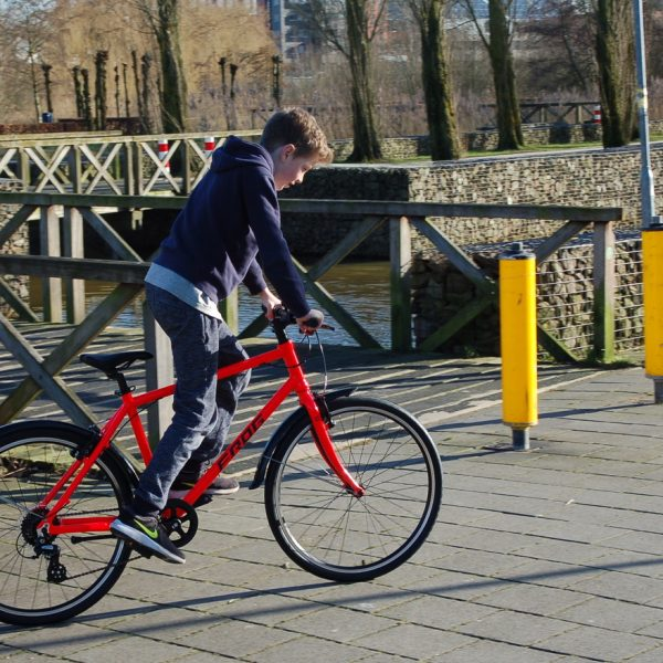 Frog bikes 78 rood lichtgewicht kinderfiets 26 inch. Stip-kinderfietsen in Nijmegen