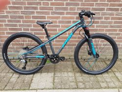 Frog bike MTB blauw maat 62 11,3kg bij Stip-kinderfietsen.nl in Nijmegen